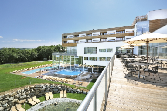 Bad_Waltersdorf_Hotel_mit_Pool