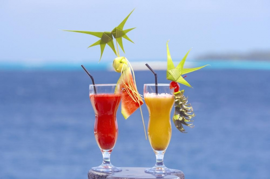 lily_beach_cocktails